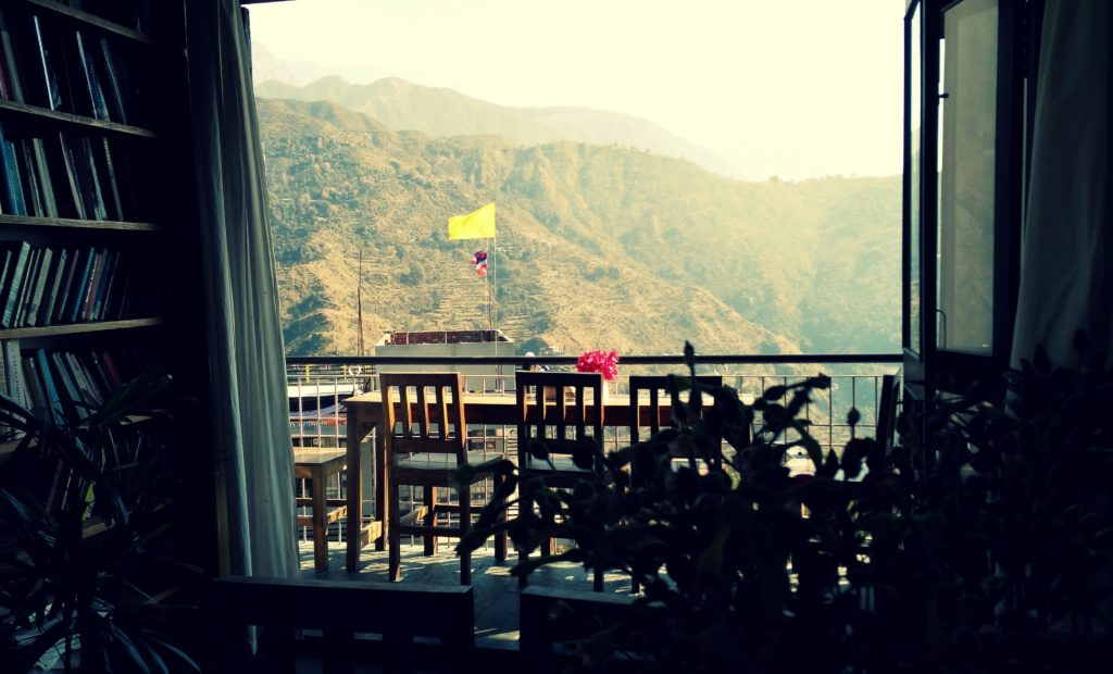 illiterati cafe mcleodganj