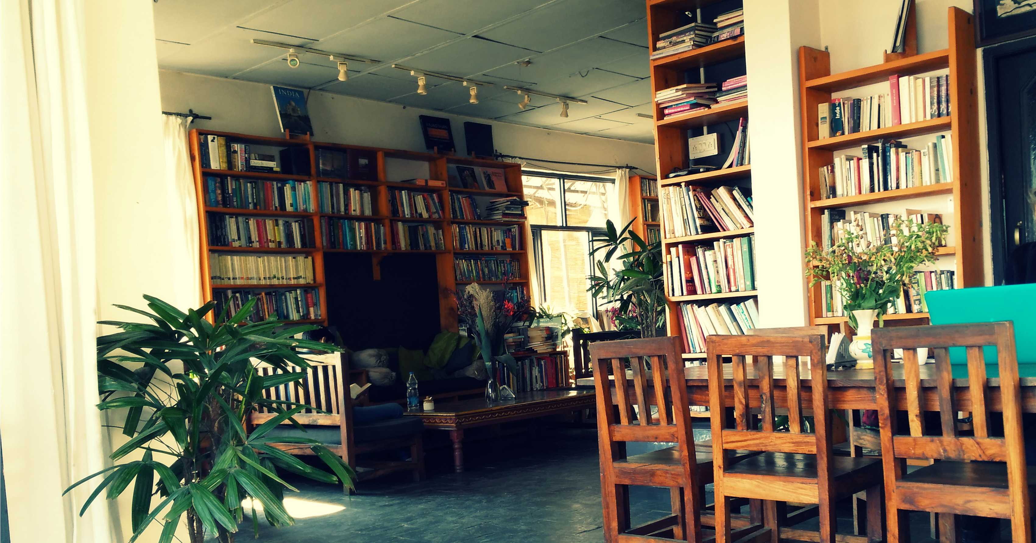 illiterati-cafe-mcleodganj