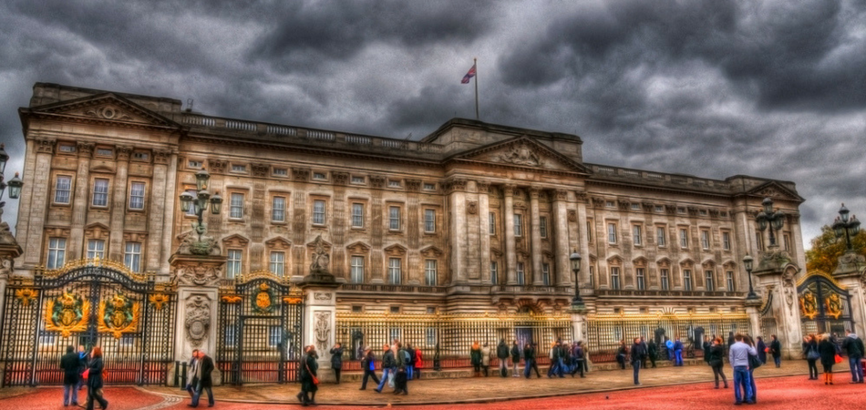 Buckingham palace Places to visit in London